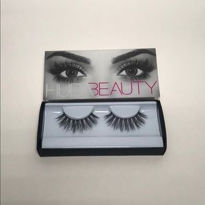 Huda Beauty Lux Silk Lashes 'Lottie'